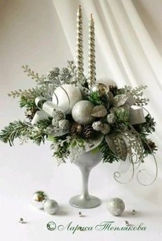 Wedding Winter Christmas Candles 52 Ideas For 2019 Christmas Flower Arrangements, Christmas Flowers, Christmas Table Decorations, Christmas Candles, Gold Christmas, Winter Christmas, Christmas Wreaths, Advent Wreaths, Nordic Christmas