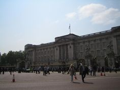 Buckingham Palace #RoyalWedding Buckingham Palace, Louvre, Street View, London, Building, Travel, Viajes, Buildings, Destinations