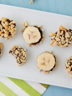 Chocolate banana bites covered in nuts are a fun, kid-friendly snack that even picky eaters can't resist! Banana Snacks, Banana Bites, Healthy Meals For Two, Healthy Snacks For Kids, Yummy Snacks, Chocolate Morsels, Chocolate Desserts, Fruit Recipes, Dessert Recipes