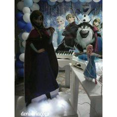 Decoração tema frozen para os 4 aninhosda Júlia