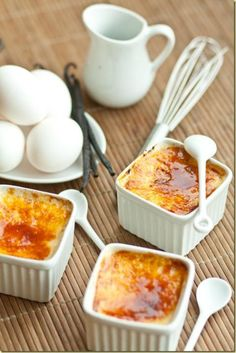 Easy 4 Ingredient Classic Creme Brulee: creamy, smooth custard topped with a delicious crackling sugar crust
