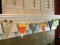 Halloween Spook Banner Make different monsters using paper to create this fun Halloween banner. The post Halloween Spook Banner was featured on Fun Family Crafts. Halloween Bunting, Theme Halloween, Holidays Halloween, Halloween Decorations, Fireplace Decorations, Halloween Window, Halloween Costumes, Halloween Crafts For Toddlers, Toddler Crafts