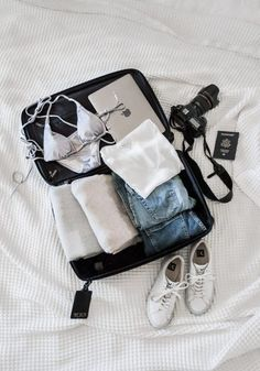 Travel light: warm to cold climate packing trippin in 2019 багаж, чемоданы, Suitcase Packing, Travel Packing, Travel Usa, Pack Suitcase, Passport Travel, Vacation Packing, Cruise Vacation, Disney Cruise, Vacation Destinations