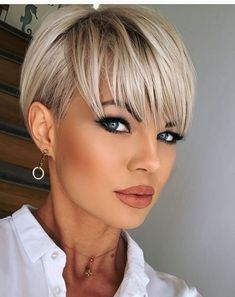 Pixie Haircut For Thick Hair, Haircuts For Fine Hair, Haircuts With Bangs, Pixie Haircuts, Haircut Short, Hairstyle Short, Short Hair With Layers, Short Hair Cuts For Women, Short Hair Trends