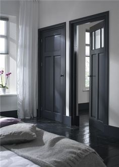 Dark doors and black floor Doors Interior, House Design, White Walls, House Interior, Home, Interior, Black Floor, Black Doors, Home Decor