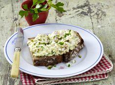 Eier-Topfen-Aufstrich Rezept Comfort Food, Dips, Pesto, Avocado Toast, Banana Bread, Brunch, Food And Drink, Yummy Food, Baking