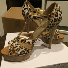 Guess leopard heels Brand new Guess leopard platform heels. Never been worn except around the house to try on. The material as seen in the pictures is that faux fur. Size 8/38 Guess Shoes Platforms