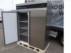 2 Deurs RVS Koelkast  http://www.orcacool.nl/products/586/1/koelkasten.html