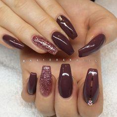 En till bild på dessa snyggingar som jag gjorde nyligen! ✨ Stylish Brown 075 med roséglitter från nagelbutiken.se