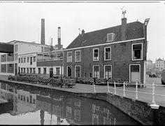 Lange Gracht, Banketbakkerij van de LBF op 1e etage naast bakkerij V.d.Meij. Het water kleurde rood of groen om de paar dagen. In 1964 gedempt en tot Cityring gepromoveerd.