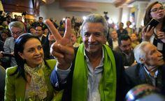 Con 93% de votos escrutados en Ecuador, Lenín Moreno va a la cabeza con el 51.07% El candidato oficialista a las elecciones presidenciales en Ecuador, Lenín Moreno, afirmó este domingo 2 de abril que resultó ganador de los comicios electorales,