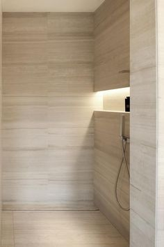 Dusche Armani Hotel Milano- stone shower enclosure Ideas For Creating a Tuscan Kitchen Design Tuscan Travertine Bathroom, Beige Bathroom, Bathroom Renos, Modern Bathroom, Boho Bathroom, Bathroom Fixtures, Armani Hotel, Minimalist Home Interior, Minimalist Bedroom