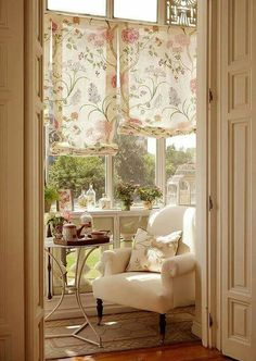 This type of 'curtain' in dining room when I repaint/update it?