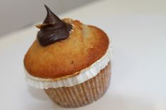 Muffin banana con crema gianduia e chips di banana