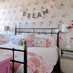 Gingham, hearts, roses = a beautiful bedroom