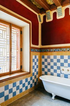 Gaudí's Casa Vicens: complete architecture and interior guide Van Interior, Room Interior Design, Interior Design Inspiration, Interior Decorating, Gaudi, Public Bathrooms, Dream Bathrooms, Beautiful Wall, Beautiful Bedrooms