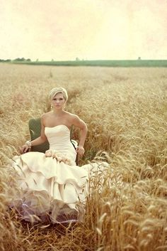 Gorgeous field for wedding/bridal pictures Prom Photos, Bridal Pictures, Bridal Pics, Engagement Pictures, Senior Pictures, Cute Wedding Ideas, Wedding Pics, Dream Wedding, Photography Poses