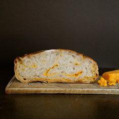 Eltefritt ostebrød Banana Bread, Cheddar, Food And Drink, Baking, Desserts, Tags, Foods, Table, Tailgate Desserts