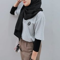 Modern Hijab Fashion, Street Hijab Fashion, Hijab Fashion Inspiration, Muslim Fashion, Ootd Fashion, Korean Fashion, Fashion Outfits, Hijab Street Styles, Casual Hijab Outfit