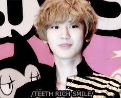 "Chanyeol and his ""teeth rich"" smile (gif)"
