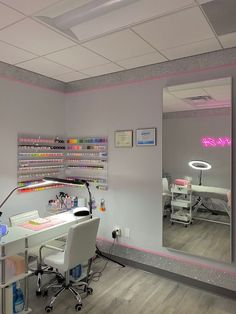 Nail Salon Design, Nail Salon Decor, Beauty Room Decor, Makeup Room Decor, Beauty Salon Decor, Girl Bedroom Designs, Room Ideas Bedroom, Bedroom Decor, Spa Rooms