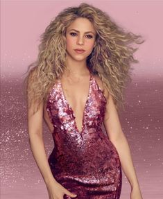 New promotional photo of Shakira for Sweet Dream fragrance Shakira Hair, Shakira Style, Shakira Outfits, Miley Cyrus, Britney Spears, Shakira Mebarak, Latina, Female Singers, Vestidos