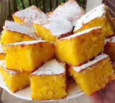 Delicioasa Prajitura cu portocale se prepara usor, este foarte pufoasa si are o aroma deosebita. Untul ii confera o textura cremoasa acestui desert ideal si pentru copii.