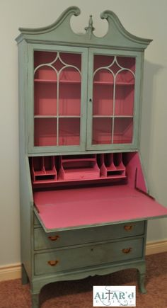Paint the inside of an old secretary's desk for a nice surprise :-) Love the | How Do It