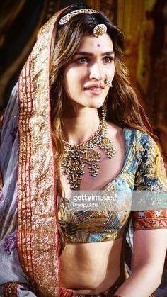 Kriti Sanon Images, Latest Images of Kriti Sanon Bollywood Actress Hot Photos, Indian Bollywood Actress, Bollywood Girls, Beautiful Bollywood Actress, Most Beautiful Indian Actress, Indian Actresses, Bollywood Pictures, Bollywood Bikini, Bollywood Fashion