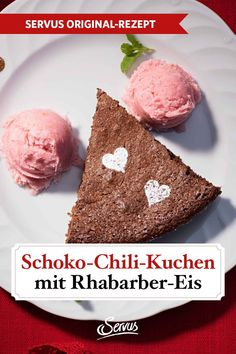 Schokolade, Chili, Rhabarber, Zimt und Minze – dieser Kuchen sorgt für Glückshormone pur. Und nicht zu vergessen, das selbst gemachte Rhabarber-Eis. Chili, Chocolate, Kuchen, Ice Cream Recipes, Mint, Cinnamon, Chile, Chilis