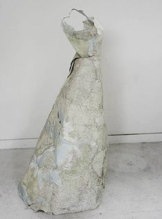 Dresses made of paper maps and money, UK-based artist Susan Stockwell create dresses made of paper maps and money are Susan Stockwell's sculptural fashion statement
