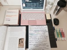 studyblr232 Studying for my history test for tomorrow, color coding is essential for this class for me.