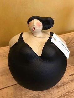 Maria C. – Diva Maria C. – Diva The Diva Maria C. is the ultimate one-off sculpture for opera , Ceramic Pottery, Pottery Art, Ceramic Art, Sculptures Céramiques, Sculpture Clay, Sculpture Romaine, Plus Size Art, Fat Art, Pinch Pots