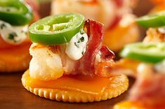 Shrimp-Jalapeño Pepper Appetizers – These slightly spicy appetizer bites feature grilled shrimp laid across grilled cheese crackers. This recipe is very yummy—and easy to make. Jalapeno Popper Recipes, Jalapeno Cheddar, Cheddar Cheese, Summer Snack Recipes, Summer Snacks, Spicy Appetizers, Appetizer Recipes, Crackers Appetizers, Appetizers