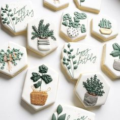 Sugar Cookie Royal Icing, Sugar Cookies, Cookie Decorating Party, Decorating Cakes, Cookie Recipes For Kids, Cookie Ideas, Creative Desserts, Fancy Cookies, Flower Cookies