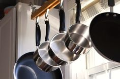 How to avoid and clean burnt grease and scorch marks off the bottom of pots and pans? Who has never been tempted to give up in front of a nasty burnt grease stain that doesn't want to come off your...