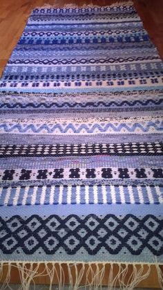 Carpet Runners By The Foot Canada Info: 3026490641 Weaving Textiles, Weaving Art, Weaving Patterns, Hand Weaving, Rya Rug, Swedish Weaving, Rug Inspiration, Sampler Quilts, Woven Wall Hanging