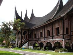 rumah gadang House Information, Travel Tours, Traditional House, Vacation Trips, Mansions, House Styles, Building, Home Decor, Decoration Home
