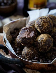 Boozy and decadent, these Dark Chocolate Kahlua Coffee Bites are like little bites of fudgy heaven. Köstliche Desserts, Chocolate Desserts, Delicious Desserts, Dessert Recipes, Yummy Food, Chocolate Bars, Chocolate Truffles, Yummy Treats, Sweet Treats