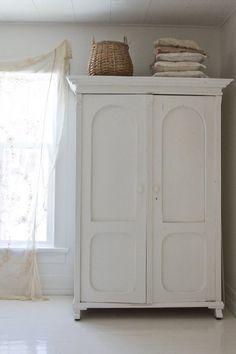 ARMADIO RUSTICO - armadio in legno bianco antico decape\' stile ...