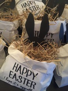 made Easter gifts Adorable Easter gift bags - Eventplanung Easter Gift Bags, Diy Osterschmuck, Easter Crafts For Toddlers, Diy Easter Decorations, Diy Gifts For Kids, Easter Traditions, Easter Celebration, Hoppy Easter, Easter Baskets