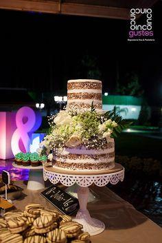 Pastel de boda desnudo con arreglo natural. Naked wedding cake