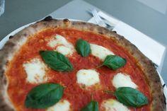 La Mia - Pizza (c) STADTBEKANNT - Das Wiener Online Magazin Pizzeria, Vegetable Pizza, Capri, Vegetables, Vienna, Food, New Construction, Food Food, Meal