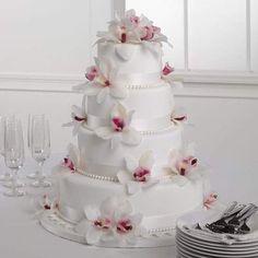 Wedding cake #flowers #white #chic #vm