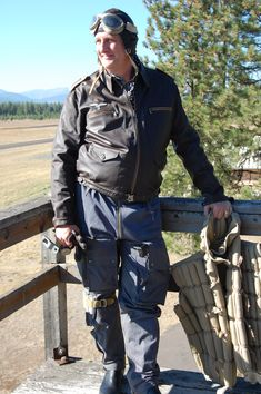 The sit Portray's uniform used by the German Armed Forces of World War II, from 1936 or so till the end of the war. there will be some of the German Allies on the site as well. German Uniforms, Fighter Pilot, Luftwaffe, Vietnam War, Armed Forces, World War Ii, Ww2, Military, Flyers