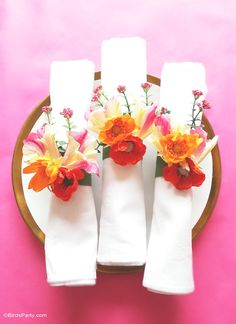 Birthday Table Decorations, Diy Rings, Diy Napkin Rings, Party Napkins, Do It Yourself Home, Faux Flowers, Silk Flowers, Craft Party, Tea Party
