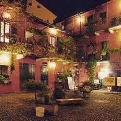 #Milano #Cortile #Ispirazione #Solo #UnaFinestraSulMondo #PercheMilanoèMilano #preparativi #Estate #novità #milanobynight #milanodavedere #milanocityofficial by nuvole_e_sole_produzioni