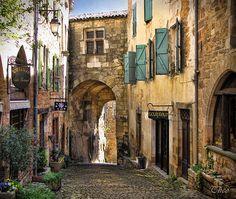 Cordes-sur-Ciel (Occitan: Còrdas) is a commune in the Tarn department in southern France.