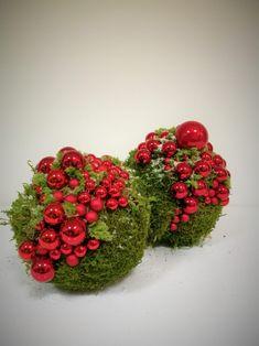 A Christmas Story, Christmas Design, Handmade Christmas, Christmas Wreaths, Christmas Crafts, Christmas Holidays, Christmas Ornaments, Moss Decor, Christmas Flower Arrangements