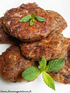 Fricadelle-boulette (vegan, vegan) - Vegan France - Evocative of a certain art of living specific to the North of France, the fricadelle is known in tw - Vegan Breakfast Recipes, Raw Food Recipes, Vegetable Recipes, Appetizer Recipes, Vegetarian Recipes, Healthy Recipes, Vegan Art, Plat Vegan, Carne Picada